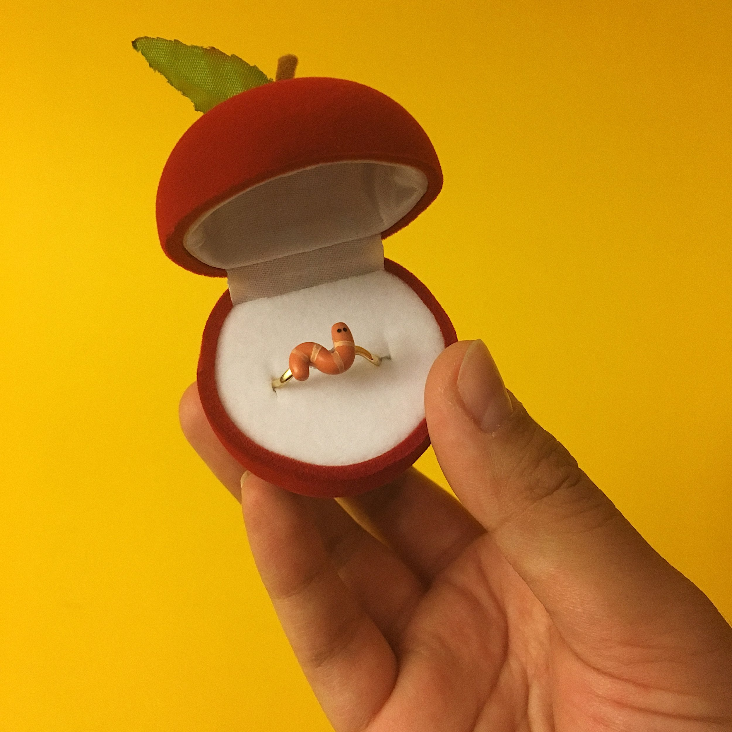ring - worm - apple.jpg