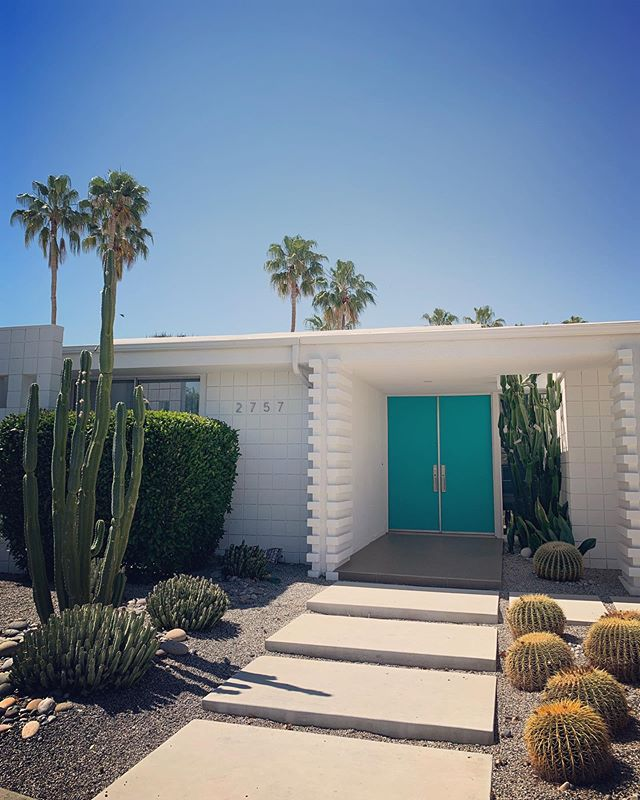 House goals 🙌🏻 #midcentury #architecture #palmsprings 🌴 @officiallukasritson