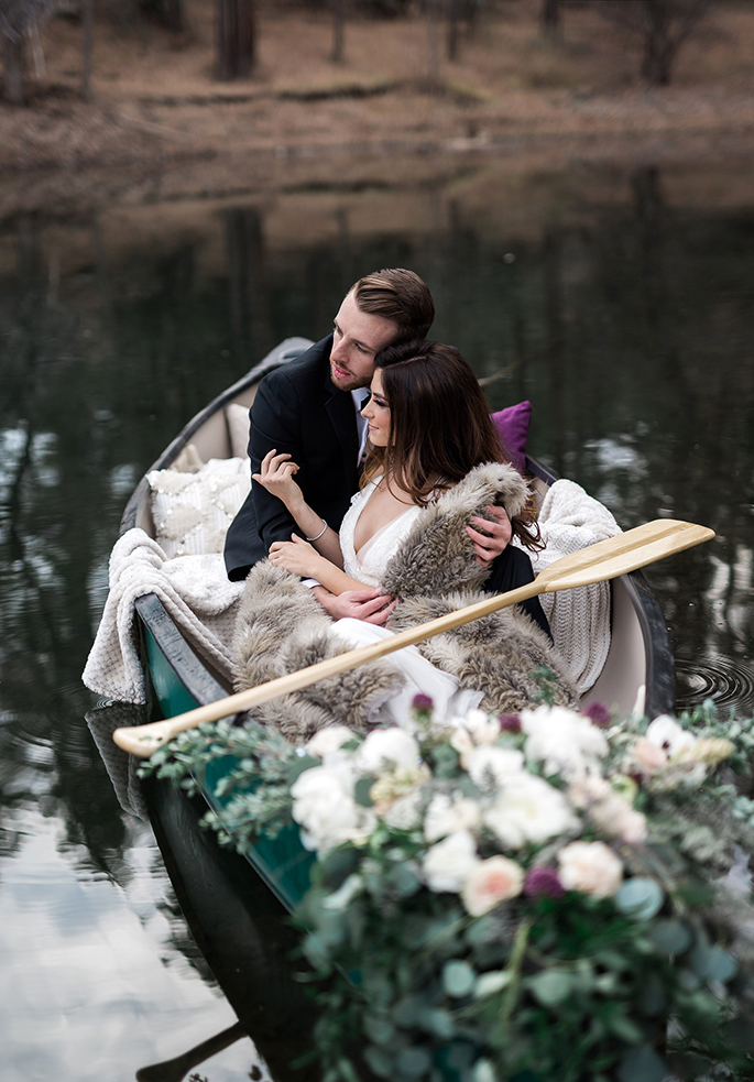 Lakeside Arizona Winter Elopement | Shotgunning for Love Letters - Bride and Groom in Canoe