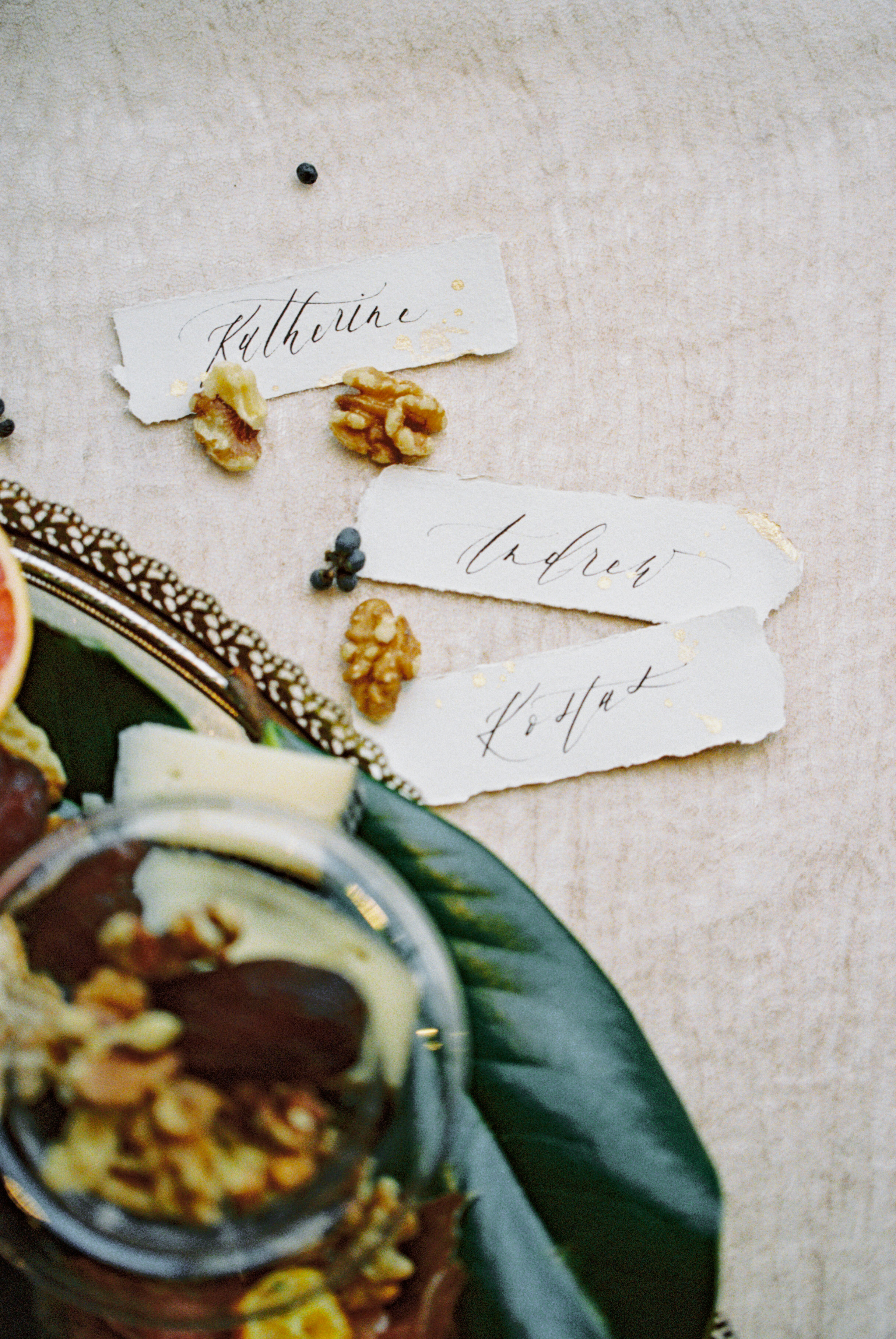 INTIMATE ANNIVERSARY SHOOT WITH STUNNING PAPER DETAILS | Shotgunning for Love Letters | Artisan Calligraphy and Wedding Invitations