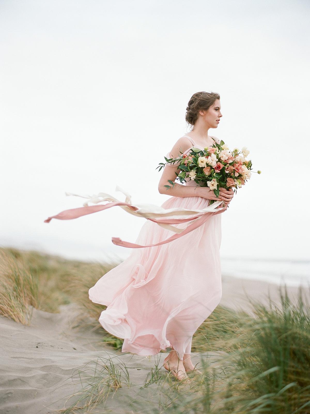 Winswept Mauve Beachside California Bridal Inspiration | Shotgunning for Love Letters