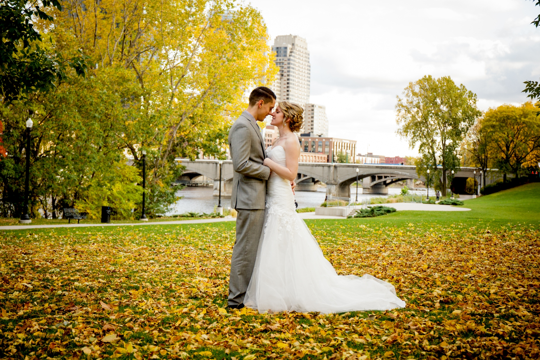 Brandon_Shafer_Photography_Kristen_Corey_Downtown_Grand_Rapids_Fall_Wedding0039.JPG