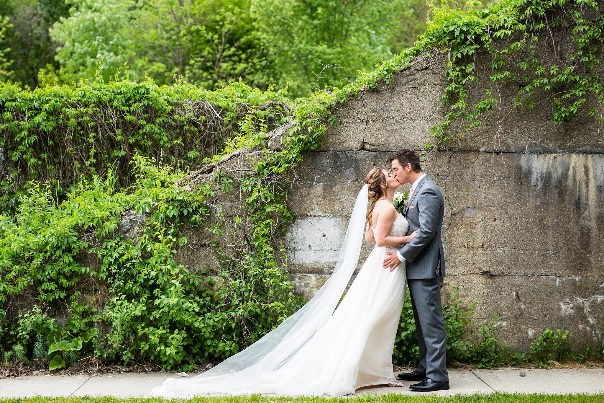 Meghan_Drew_Grand_Rapids_Cheney_place_Wedding028.JPG
