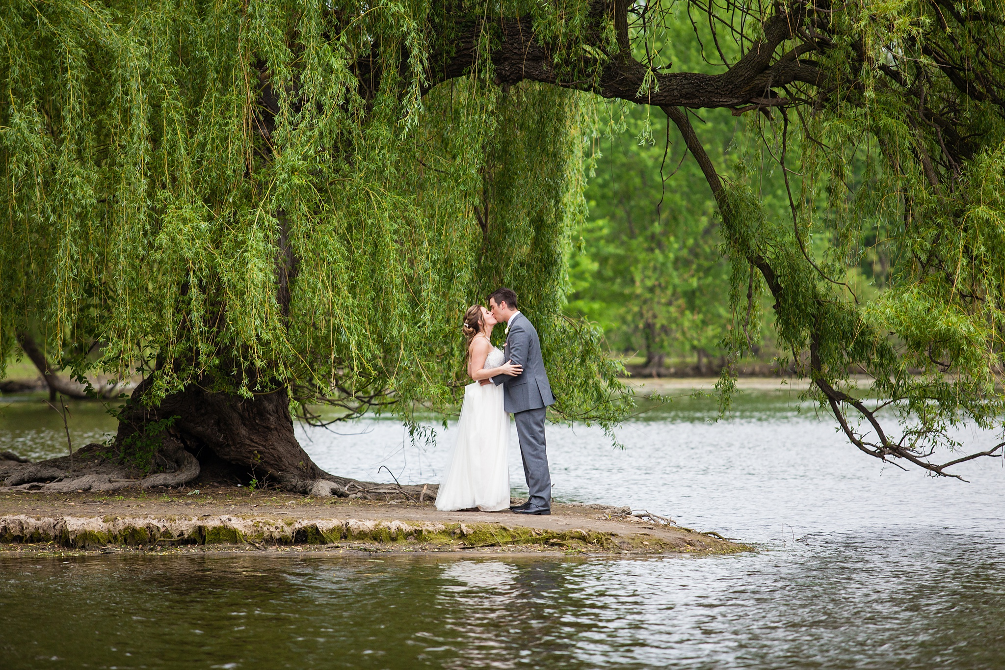 Meghan_Drew_Grand_Rapids_Cheney_place_Wedding058.JPG