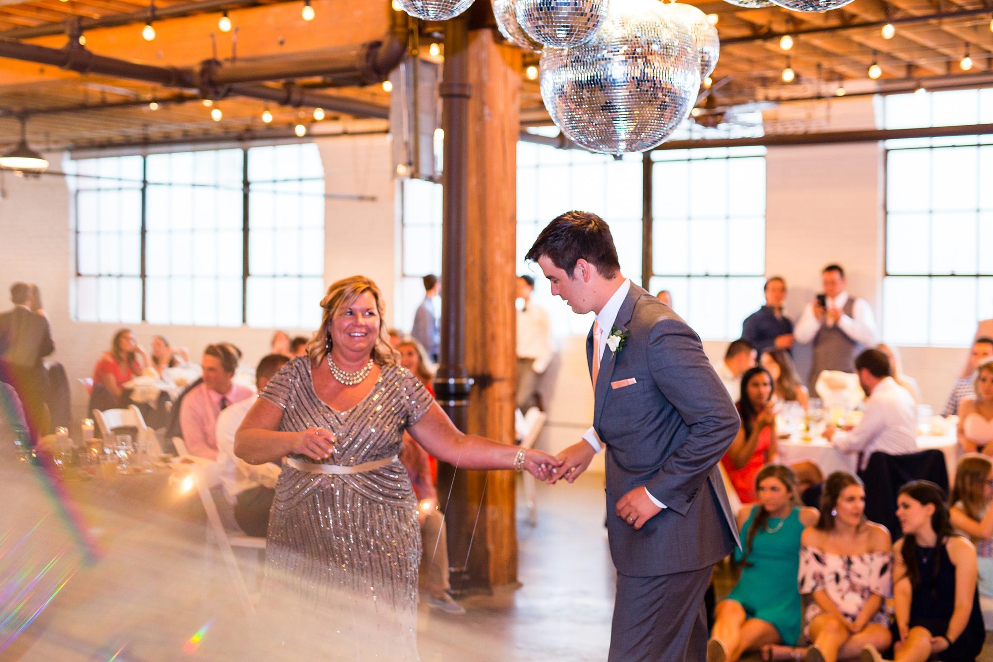 Meghan_Drew_Grand_Rapids_Cheney_place_Wedding089.JPG