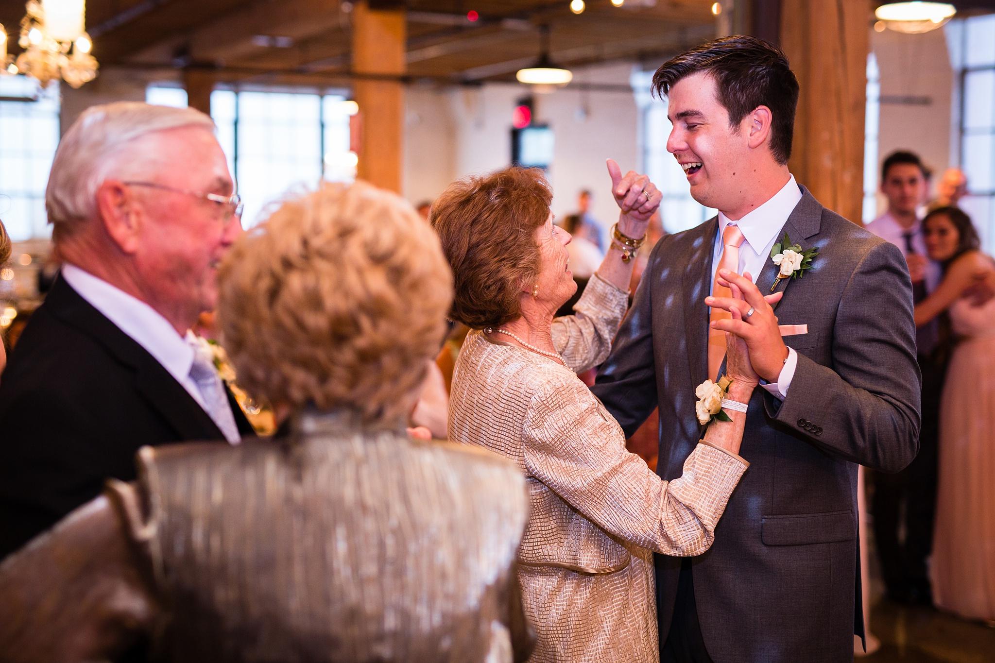 Meghan_Drew_Grand_Rapids_Cheney_place_Wedding090.JPG