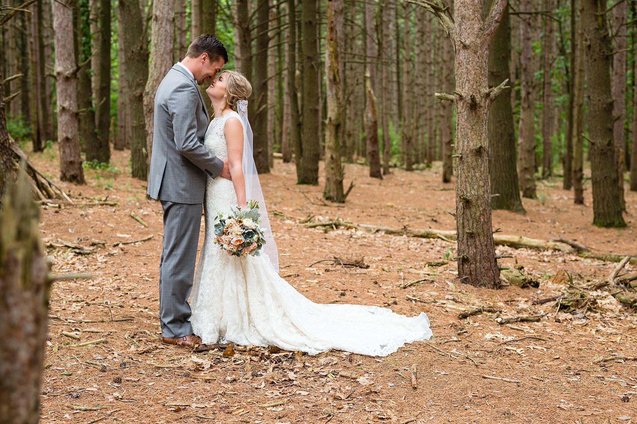 Mandi_Jack_Treehouse_Grand_Rapids_Wedding_0025.jpg
