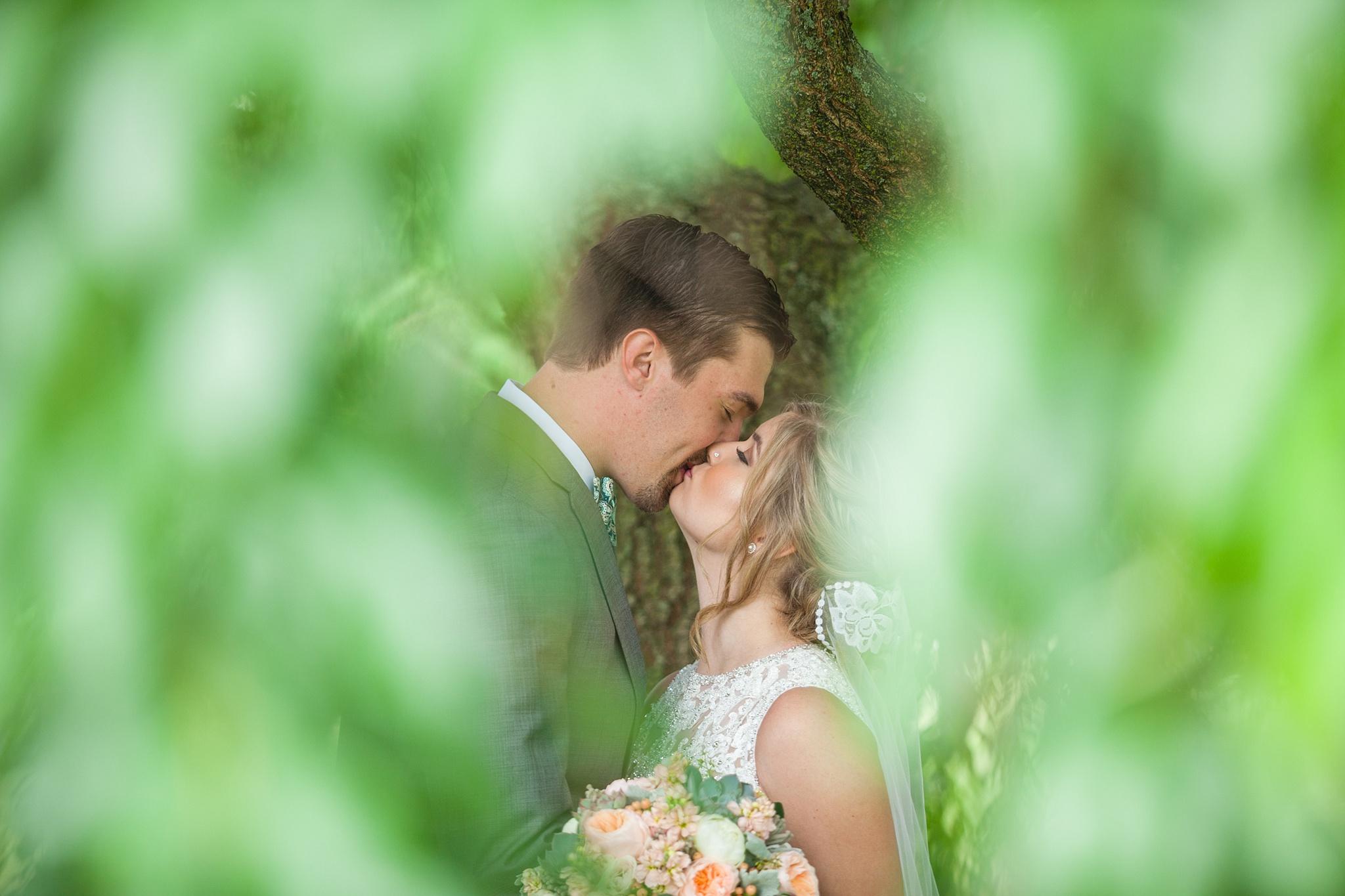 Mandi_Jack_Treehouse_Grand_Rapids_Wedding_0037.jpg