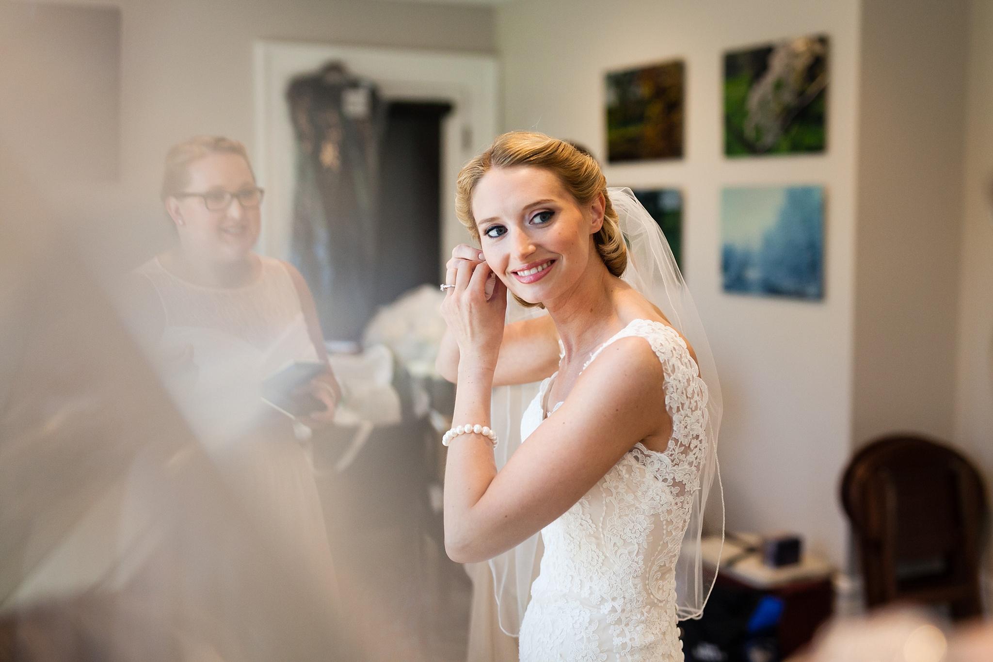 Becky_Cameron_Grand_Rapids_Blythefield Country_Club_Wedding019.JPG
