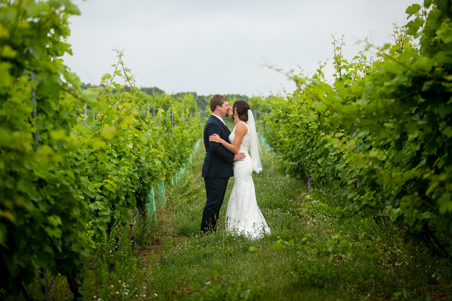 Brandon_Shafer_Photography_Elizabeth_Scott_Traverse_City_Wedding_0013.jpg