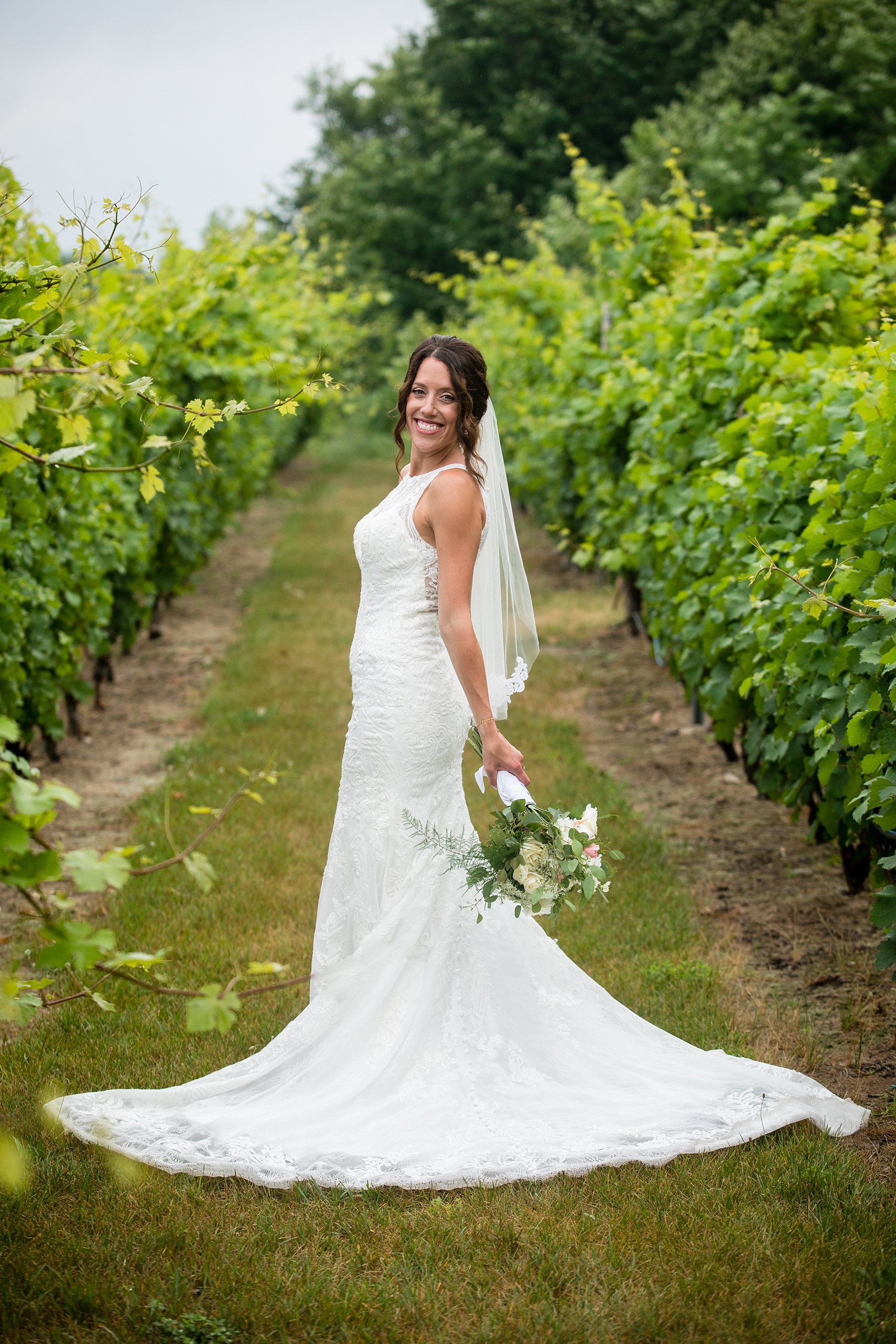 Brandon_Shafer_Photography_Elizabeth_Scott_Traverse_City_Wedding_0040.jpg