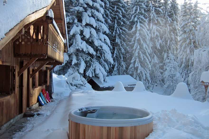 luxury-outdoor-hot-tub.jpg