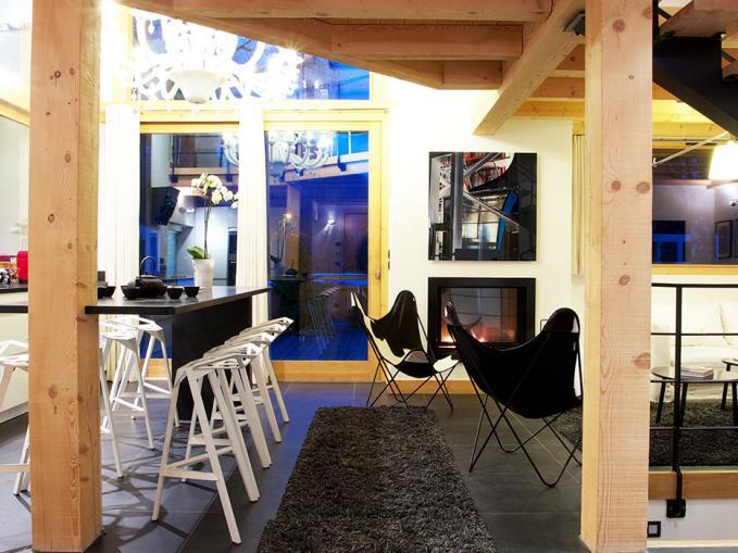 les-rives-d-argentiere-chalet-cristal-lounge-entrance.jpg