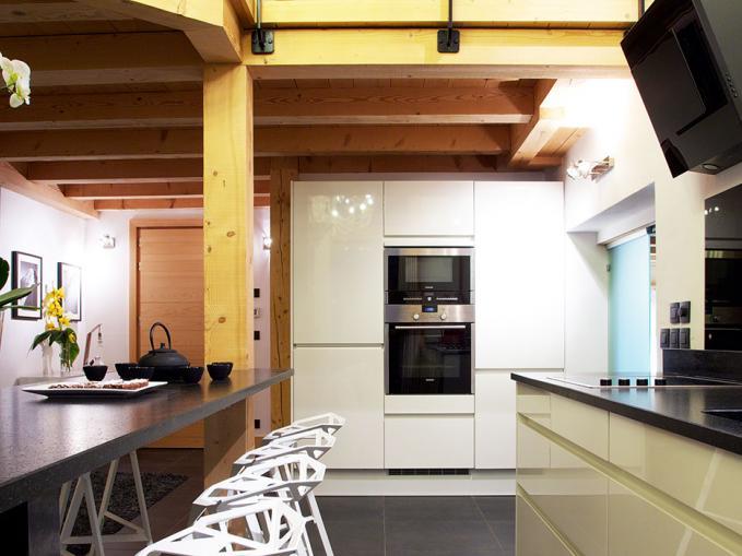 les-rives-d-argentiere-chalet-cristal-lounge-kitchen.jpg