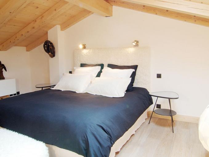 les-rives-d-argentiere-chalet-cristal-master-bedroom-2.jpg