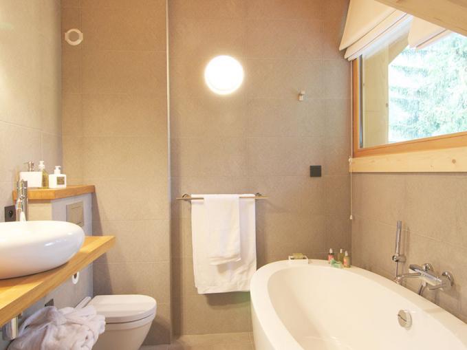 les-rives-d-argentiere-chalet-cristal-master-bathroom.jpg