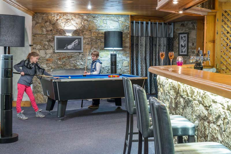 hotel_l'eterlou_-_pool_table_-_ski_hotel_in_meribel,_france_5659.jpg