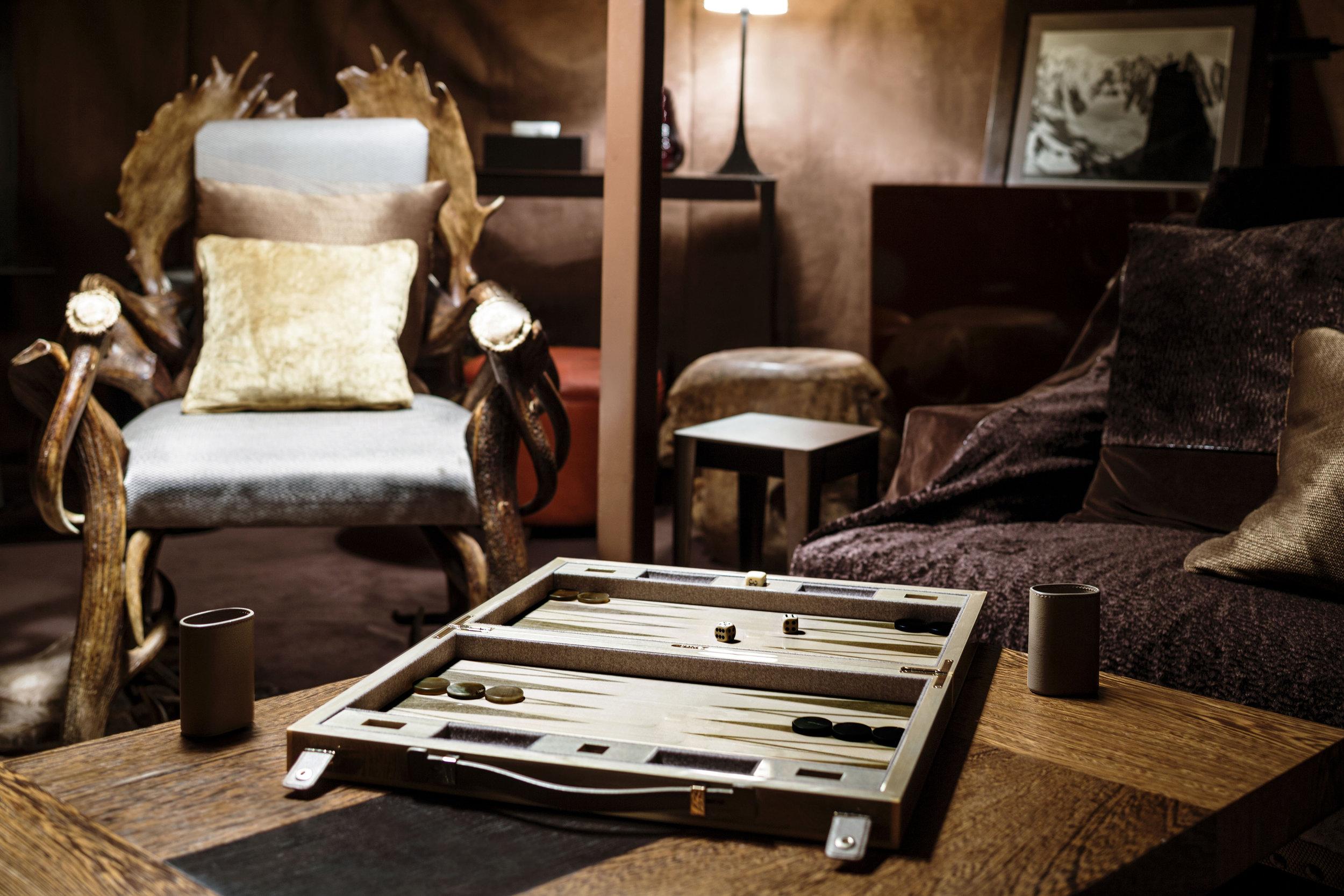 52-yourte-fumoir-backgammon-cigar-lounge-backgammon-s-candito.jpg