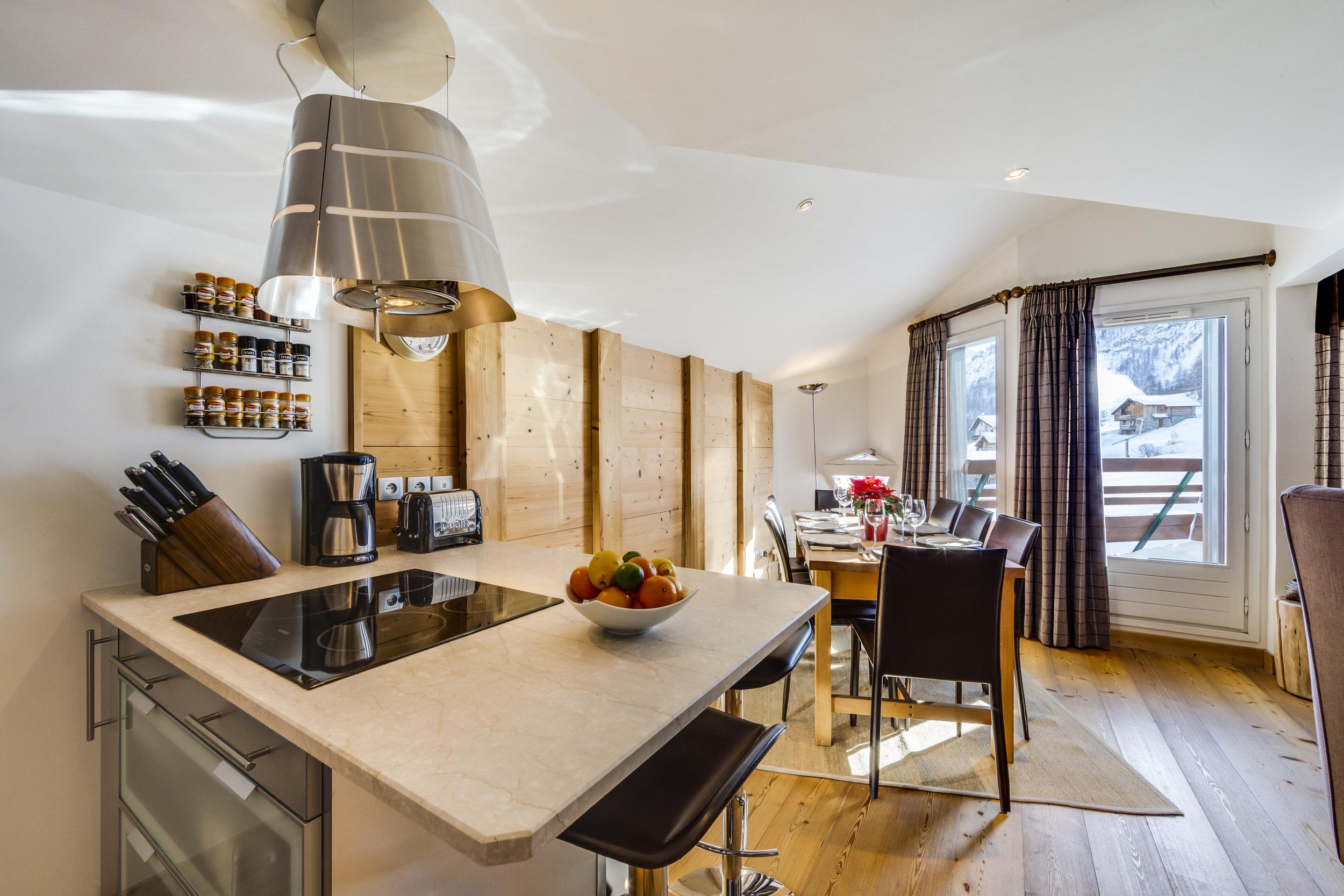 7. Kitchen (1).jpg