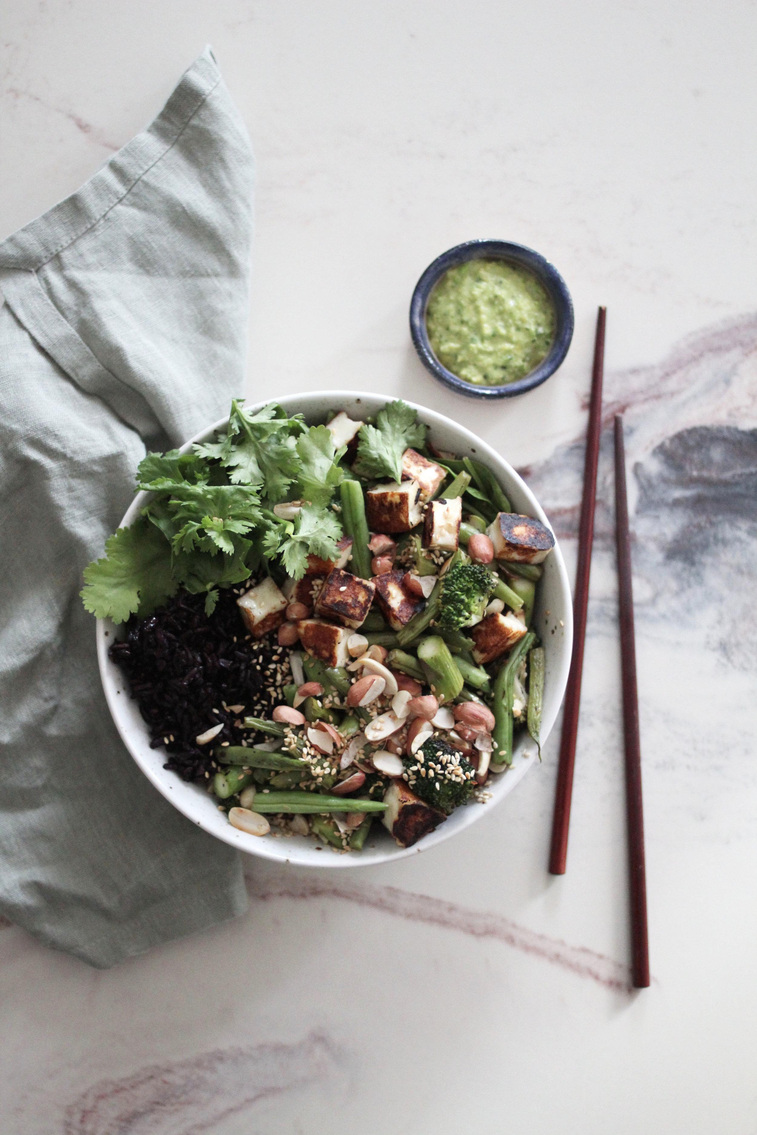 Bowl-halloumi-grønnsaus3.jpg