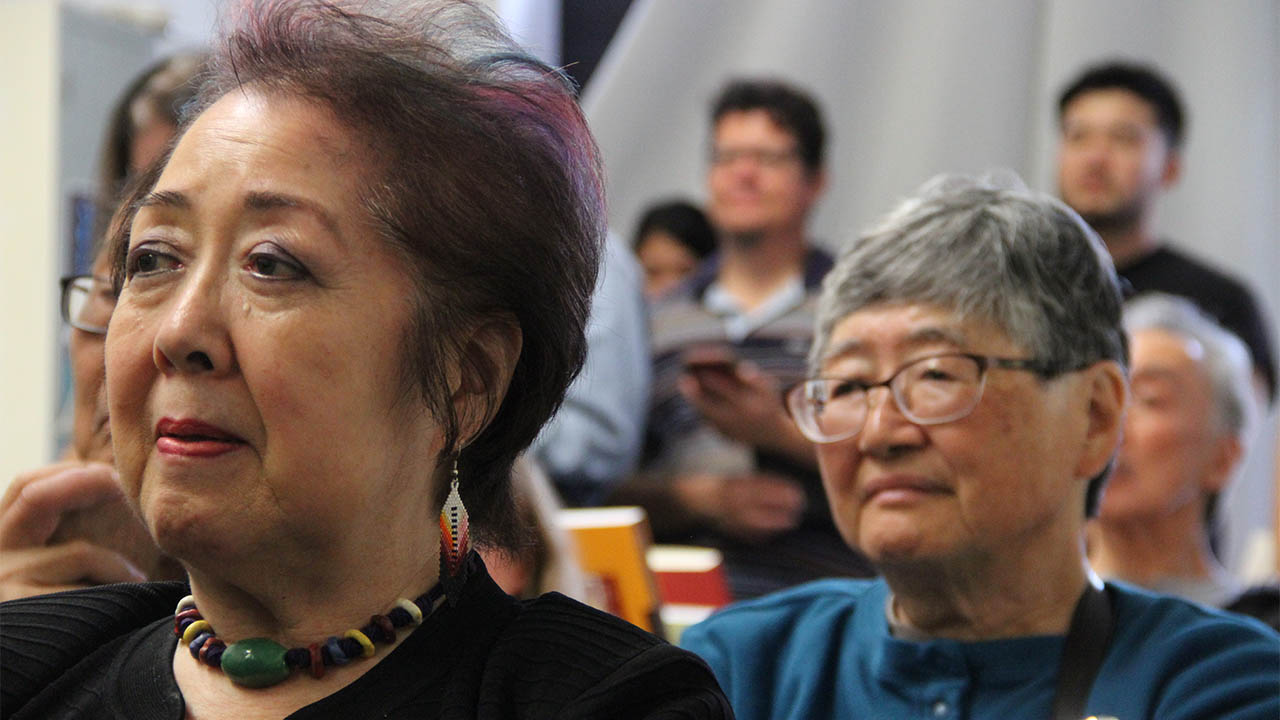 Original AF APA activists Miya Iwataki and Jan Yen enjoy the twilight program organized by the UCLA Asian American Studies Center to celebrate the launch of the anthology MOUNTAIN MOVERS at 341FSN. (Photo: Abraham Ferrer/Visual Communications Photographic Archive)