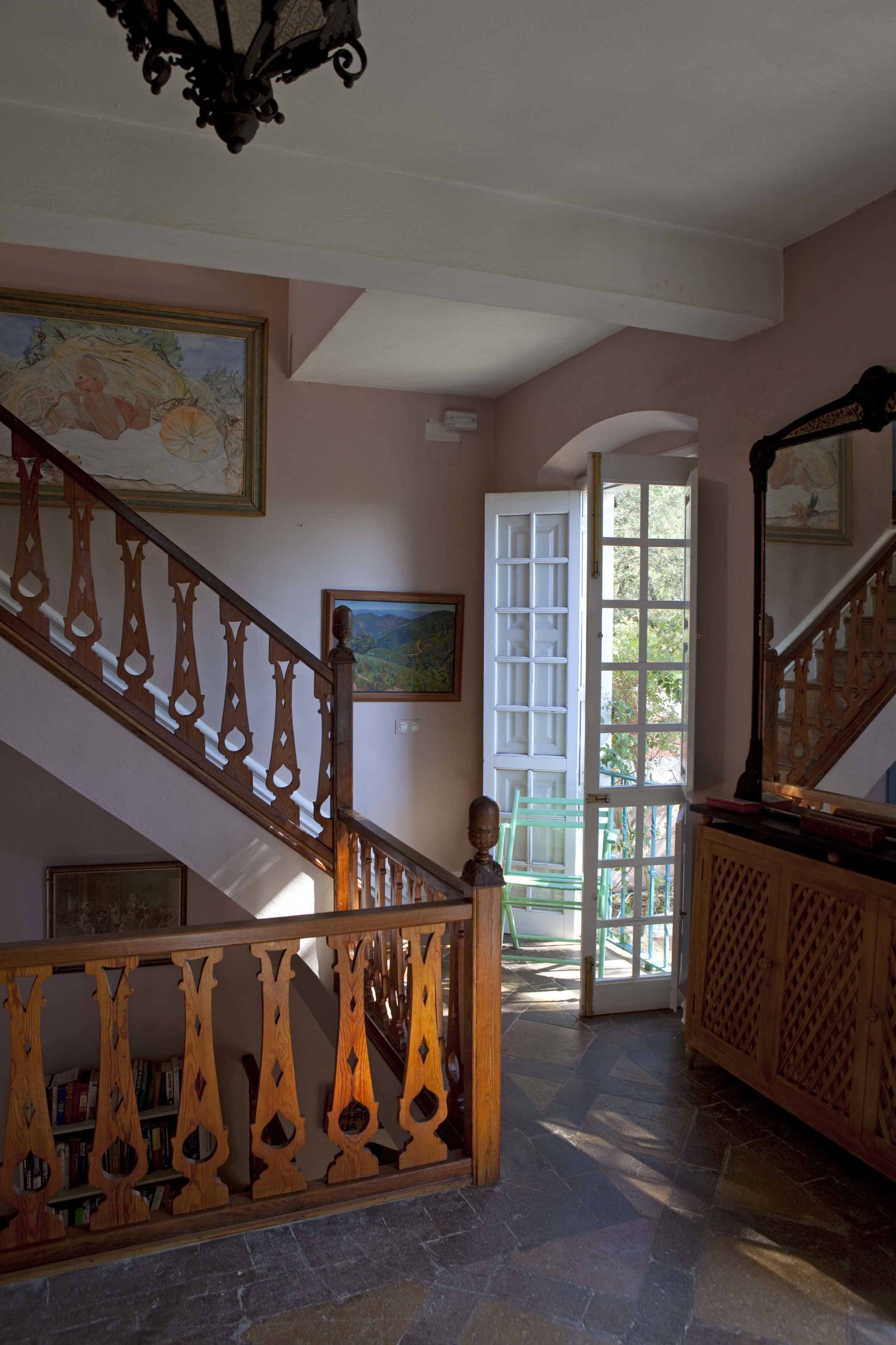Upstairs hall.jpg