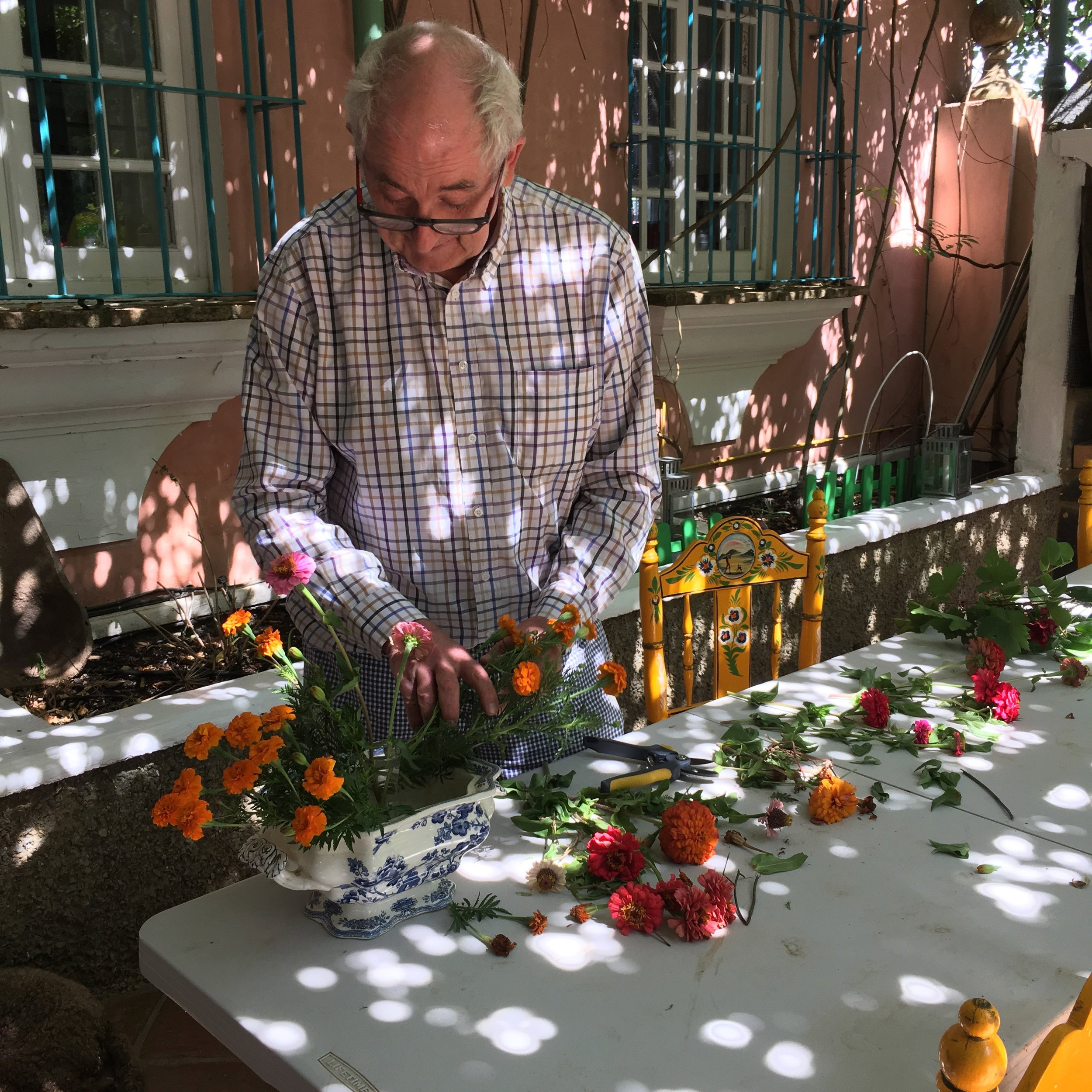 Sam Chesterton, owner of Finca Buenvino, arranging flowers for the drawing room