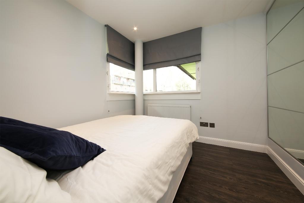 21 Baly House bedroom 1.jpg