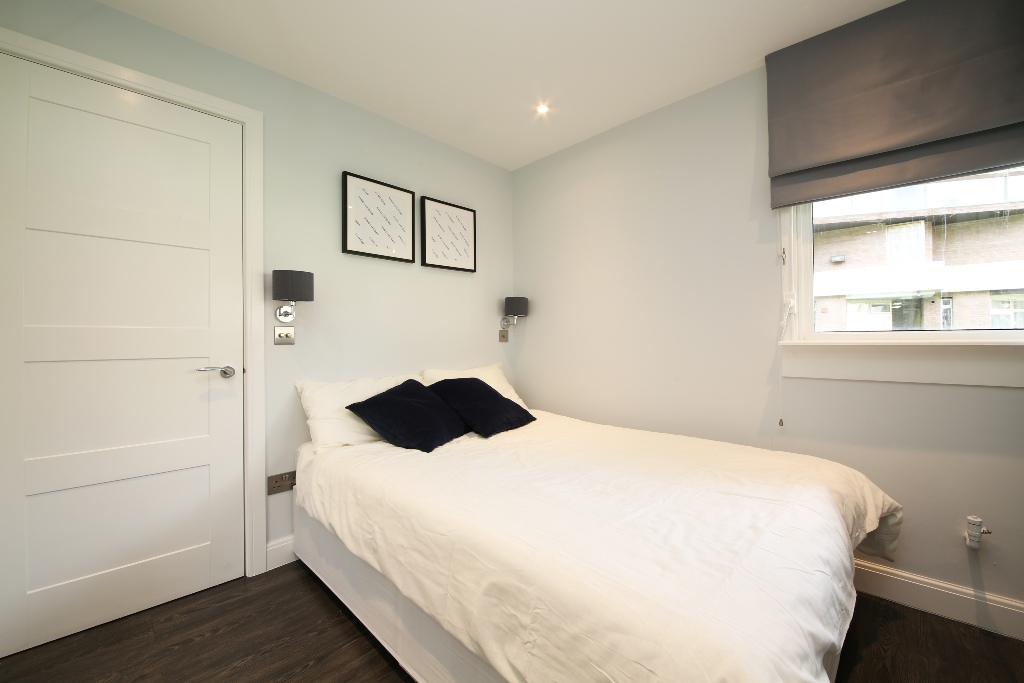 21 Baly House bedroom 1b.jpg