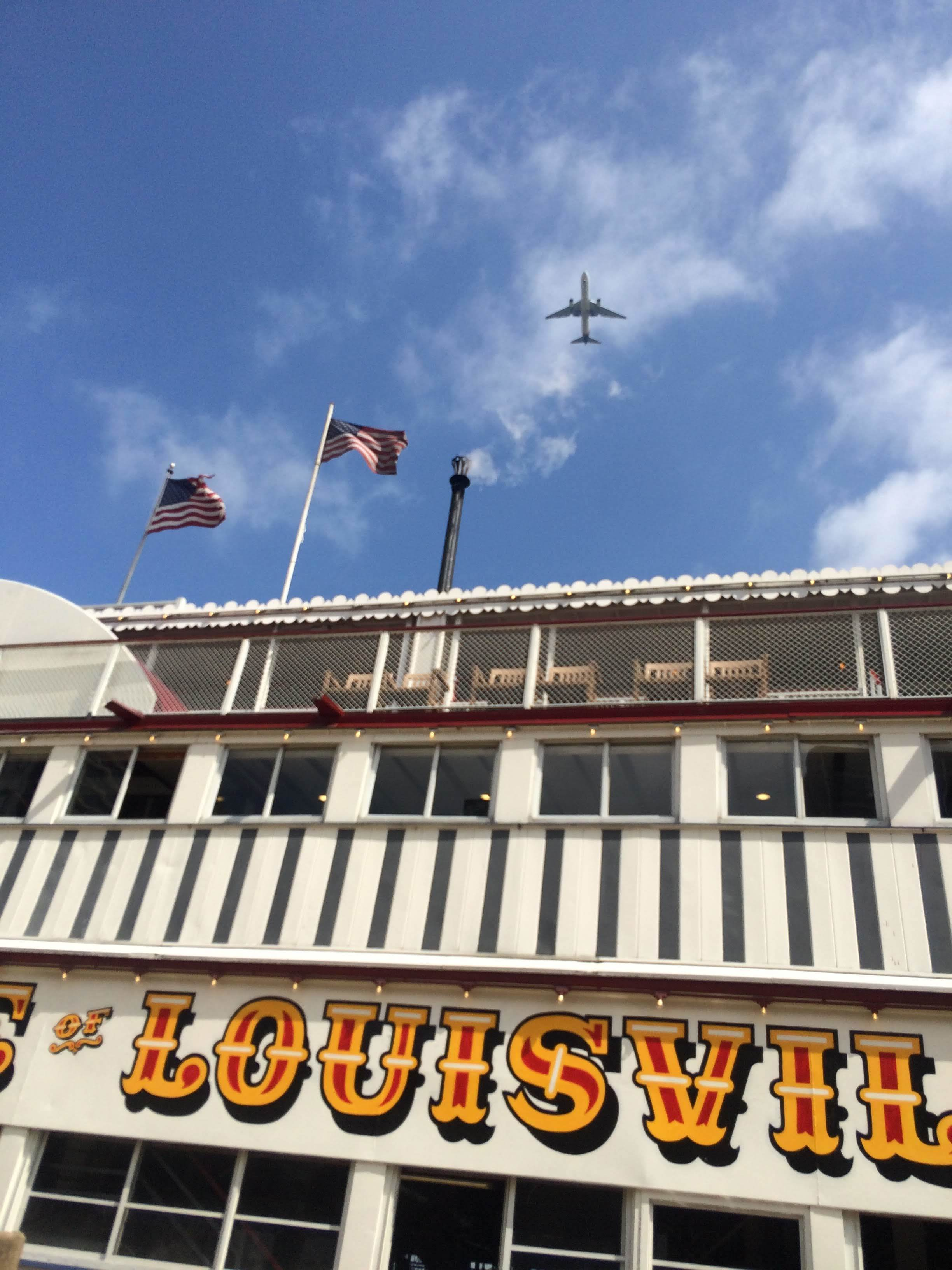 We had a sightseeing tour on the Belle of Louisville, the only paddle wheel boat in operation in the US where the wheel really powers the boat. All other wheels are just a decoration. We were in the plane flight path so I tried to get the timing just right