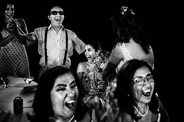 Sonreír y no darse mala vida por nadie, esa es la actitud. . .  #wedding #bodas #weddingphotos #bodasoriginales #decobodas #inspiracionbodas #ideasparabodas #matrimonioscolombia #colombiawedding #colombiadestinodebodas #destinationwedding #matrimonios #johnpalaciofotografia #bodascolombianas #fotografodebodascolombia #casamentos #fotografosdebodas