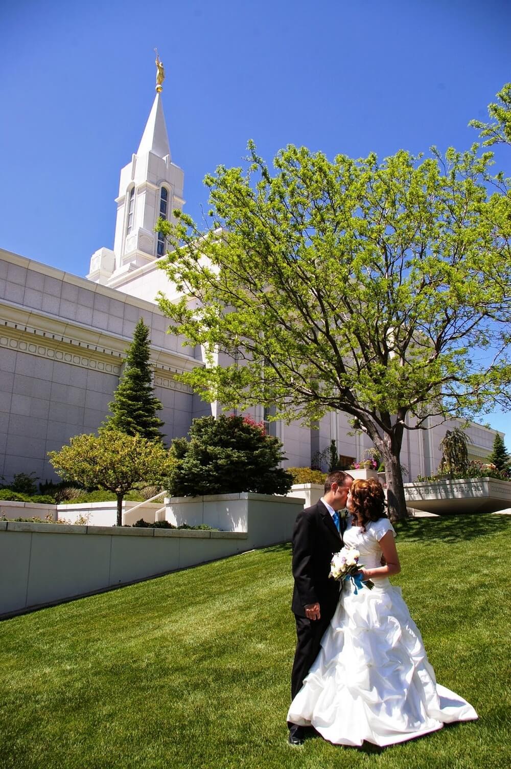 bountiful utah temple wedding photo