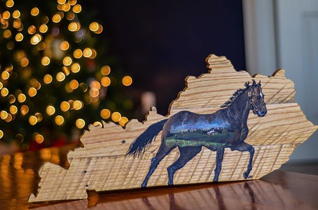 Gifts constructed by hand are the best around the holidays. This custom sign is 2 feet long and was made here in Kentucky, before it was shipped to the west coast for painting by @Woodensense. This weekend only, we're listing this piece at $150. (Normally $250.) Message us for details or if you are interested in purchasing. This is the only piece of it's kind, but we do have a larger 4 foot version available on our website. Shipping or at-once pickup available. . . . . . . . . #woodworking #shoplocal #shoplocalky #obky #shopsmall #handmade #handcrafted #thoroughbred #kentucky #kentuckyderby #kentuckychristmas #christmasgift #sharethelex #louisville #reclaimedwood #kyhorsepark #statesign #kentuckymade #kentuckyproud #owensboro
