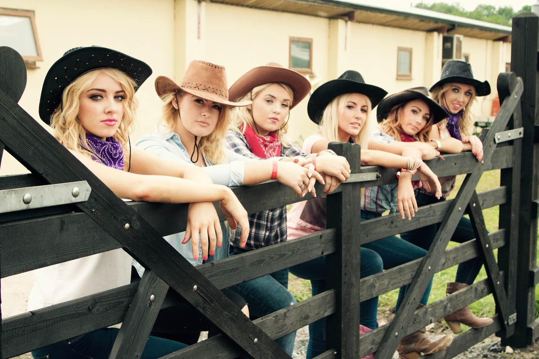 Country-ladies.jpg