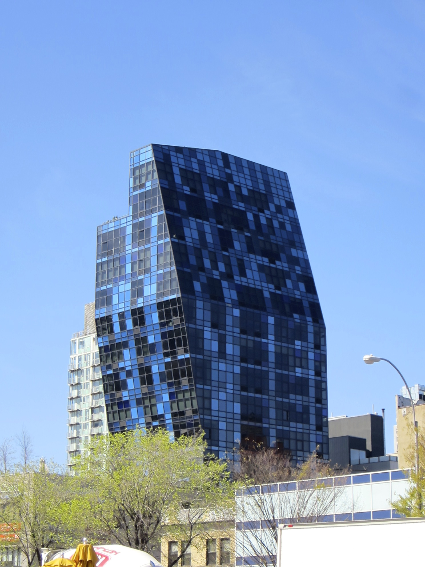 Blue,  the dynamic architecture of  Lower East Side . Photo by Ritu Saheb, Architect, AIA