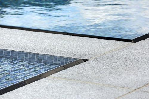 Close up detail of the custom cut black absolute granite Lautner Edge.