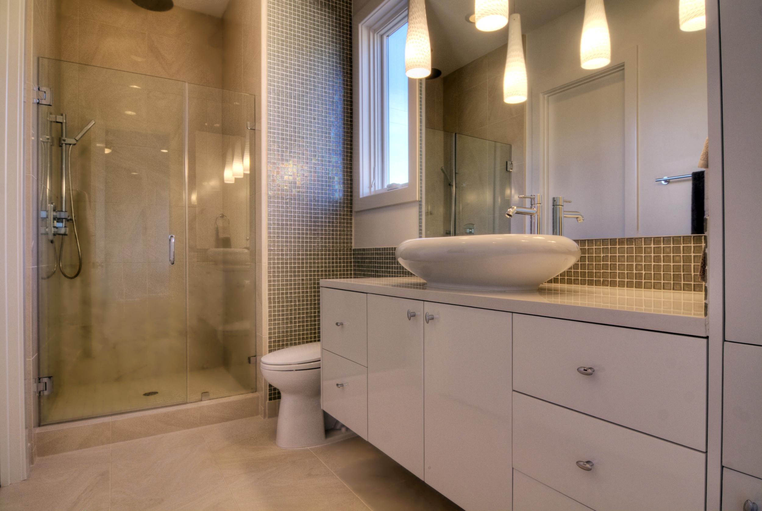Chatham Lane - En Suite Bathroom for Back Right Bedroom.jpg