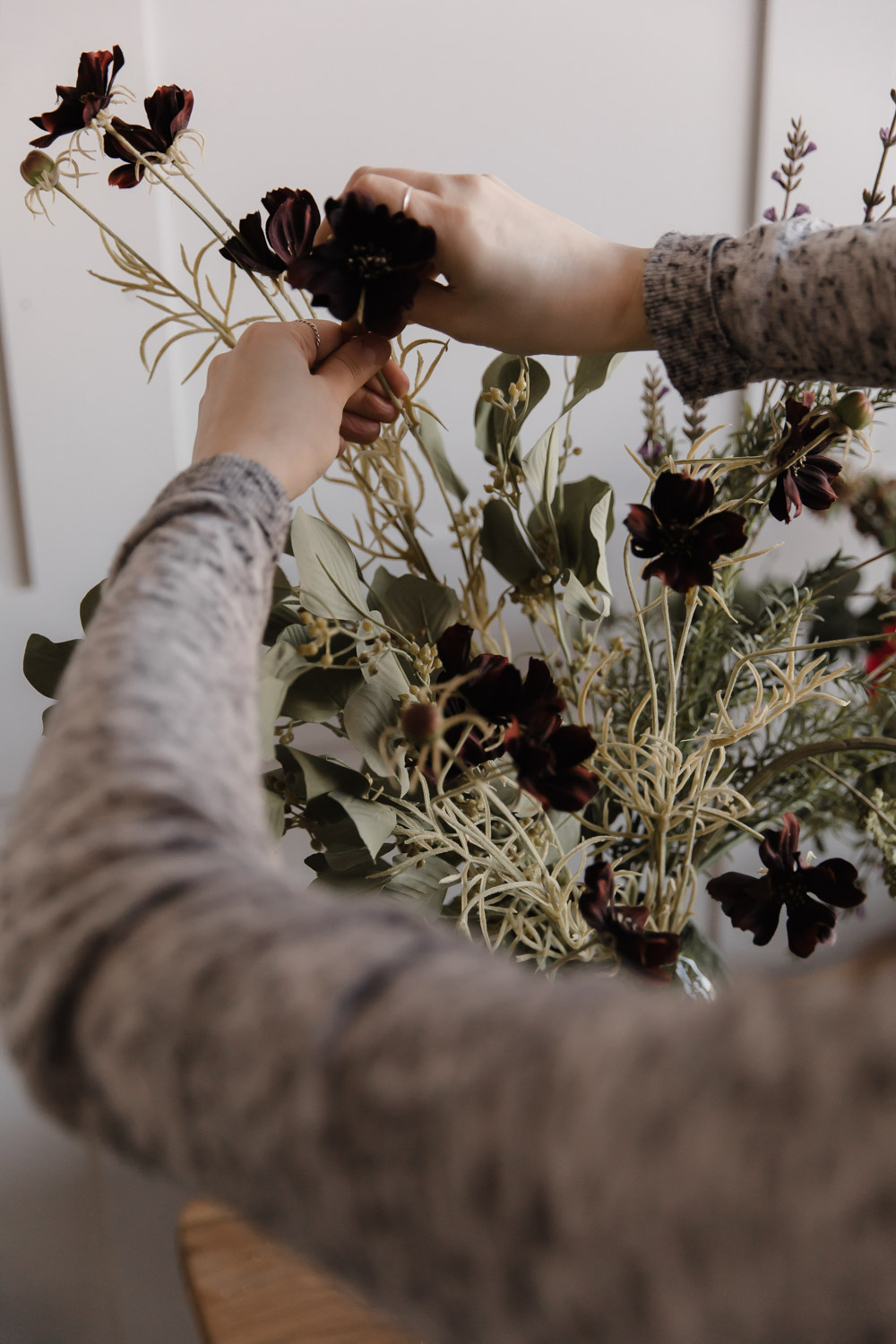 Flower arranging with fake flowerrs