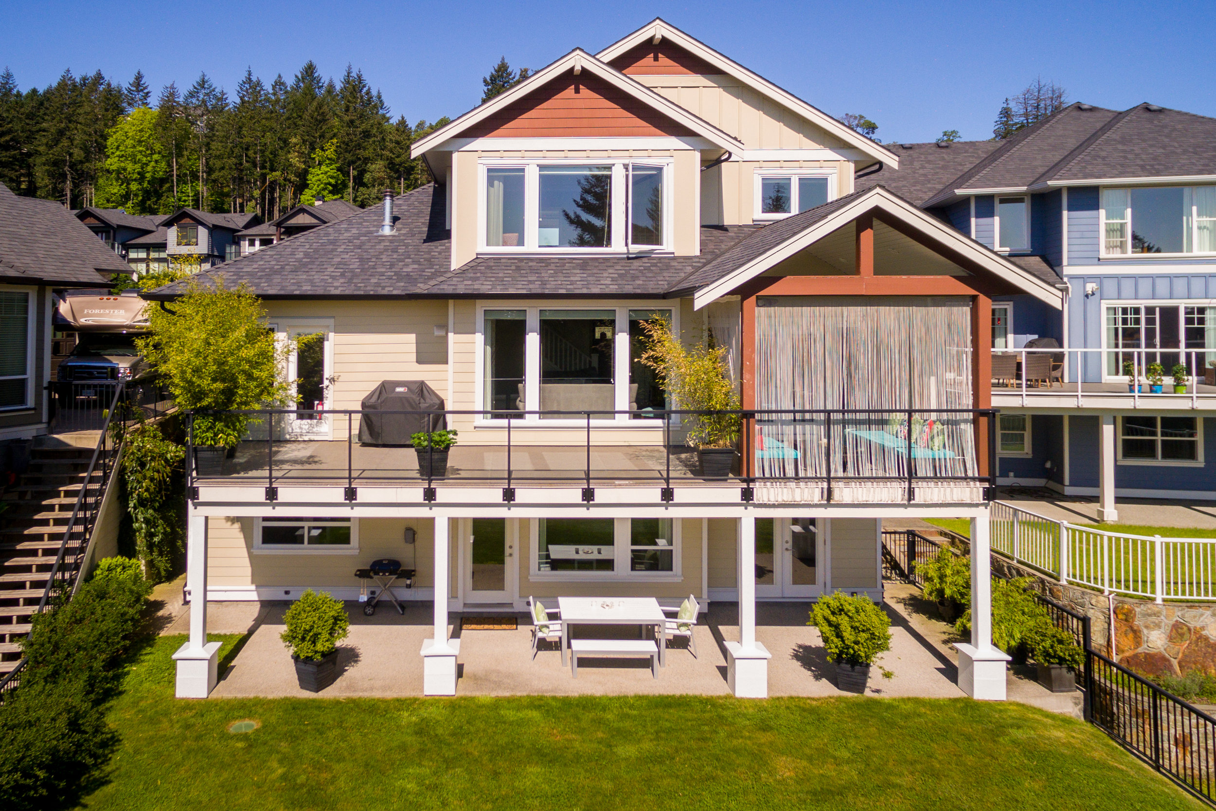 Photography - The need for professional photography in today's real estate market is imperative for success. Online listing photos are often viewed before contacting an agent and viewing a property.