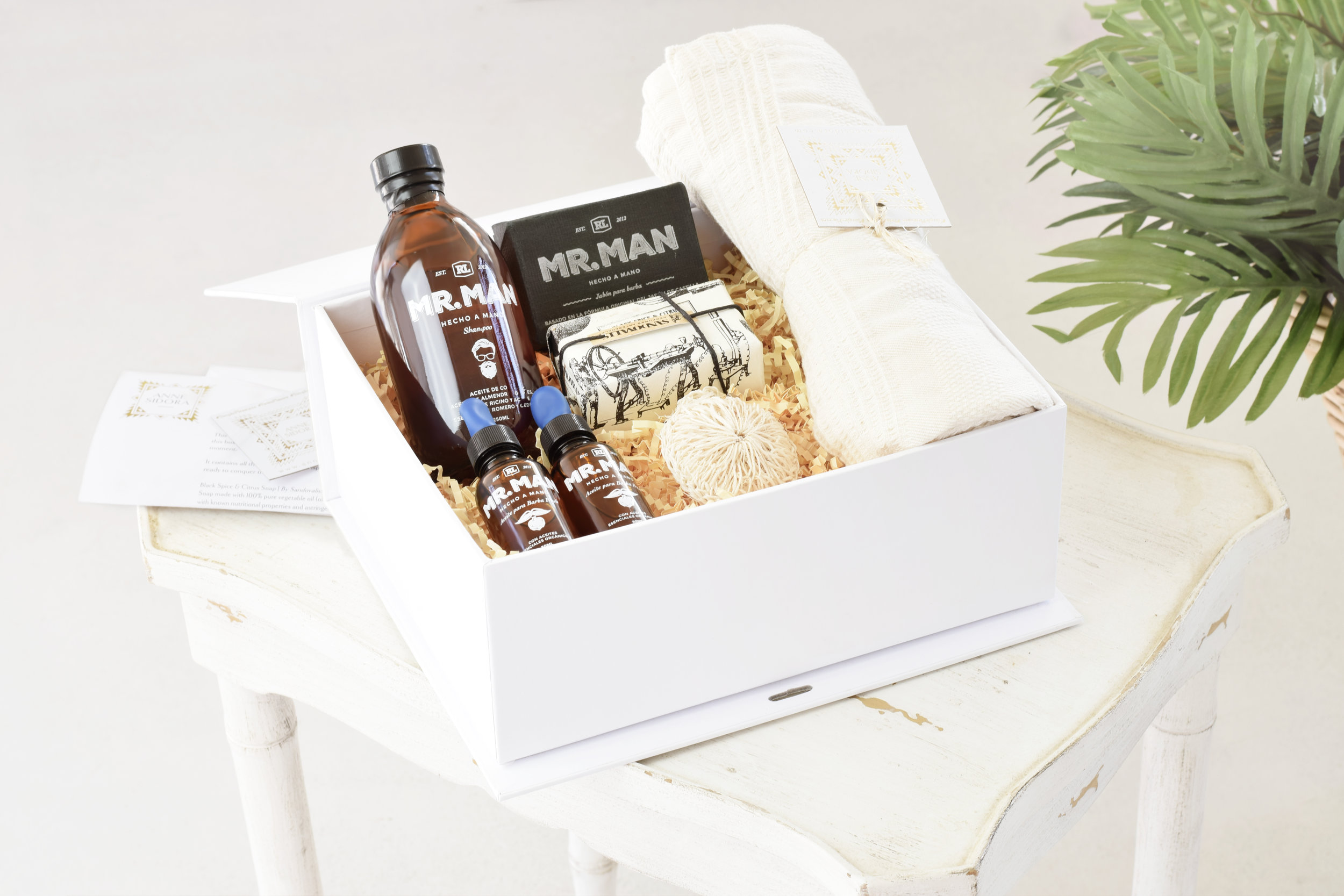 02-Anne_Sidora_Concept_Store_Gift_Box_Men.jpg
