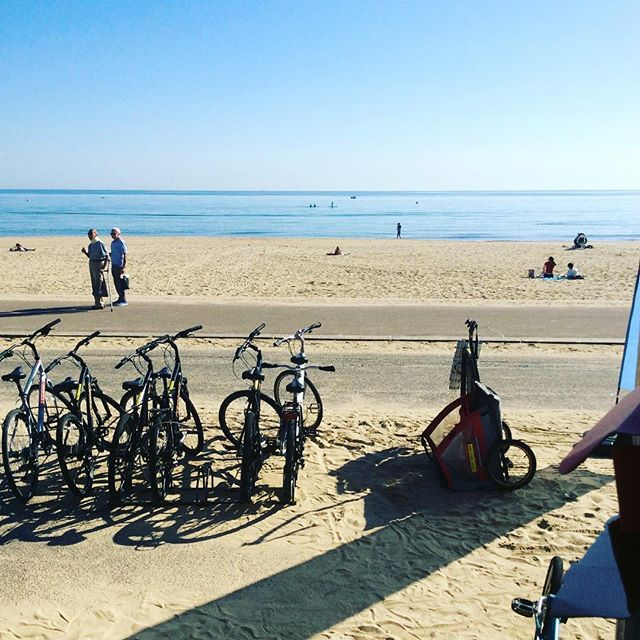This weather gives me a sense of nostalgia. #bicycling #cycling #coast #bournemouth #bournemouthbeach #boscombebeach #septembersun