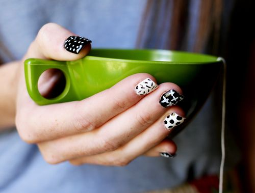 Bella Sassy    Try out this super simple pattern mani. All you need is a nail pen and your two fave colors to recreate the look.    via A Beautiful Mess     Keep it classy, join Sassy Nation     http://sassynation.tumblr.com     http://www.facebook.com/TheSassyNation     http://twitter.com/#!/SassyNation
