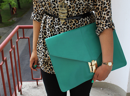 Sassy Style    This over-sized envelope clutch is everything! Prints + vibrant color is a fashion DO in our book.    Join Sassy Nation for your daily dose of fab     http://sassynation.tumblr.com     http://www.facebook.com/TheSassyNation     http://twitter.com/#!/SassyNation