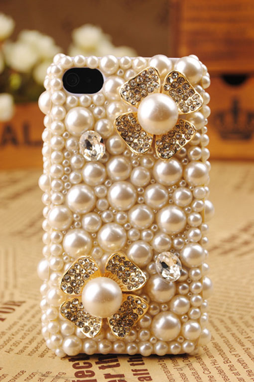 Classy & Sassy Style    Ladies love pearls. Bling out your phone with some class & sass.    Get it here .   Keep it sassy, join us!    http://sassynation.tumblr.com/     http://www.facebook.com/TheSassyNation