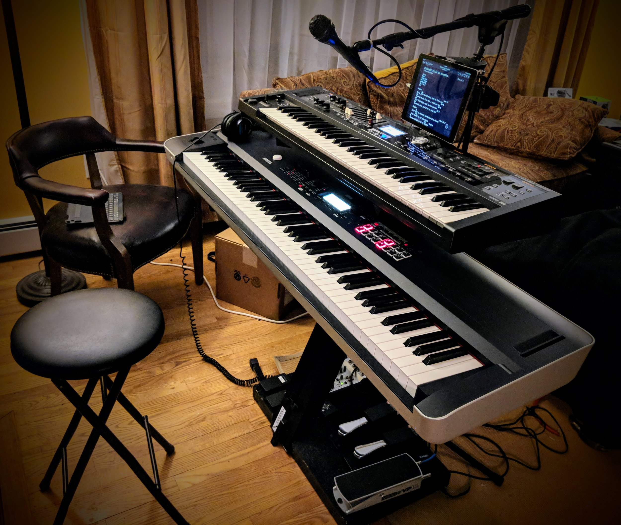 Here's the new rig. You'll recognize the Roland VR09 on top, and the new Korg Kross 2 88 is large and in charge on the bottom tier.