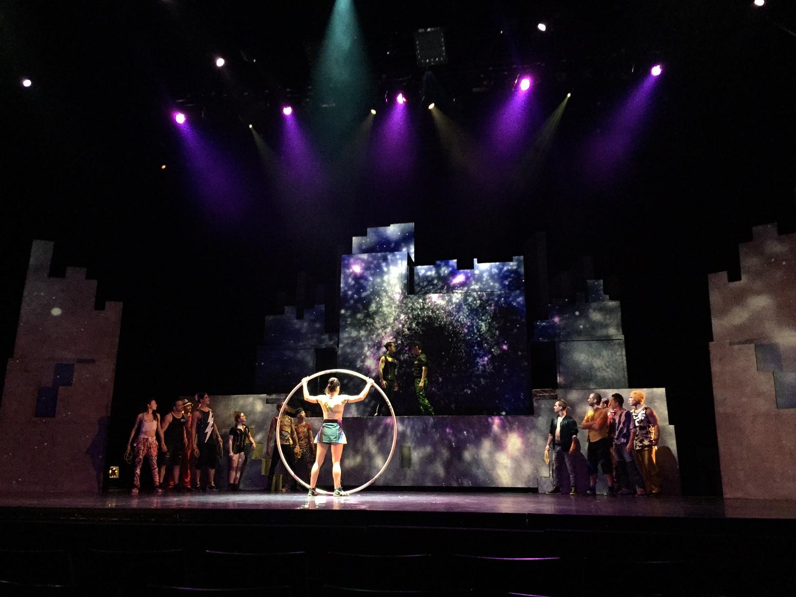 Batik&Bubbles_Cirque_Eloize_5