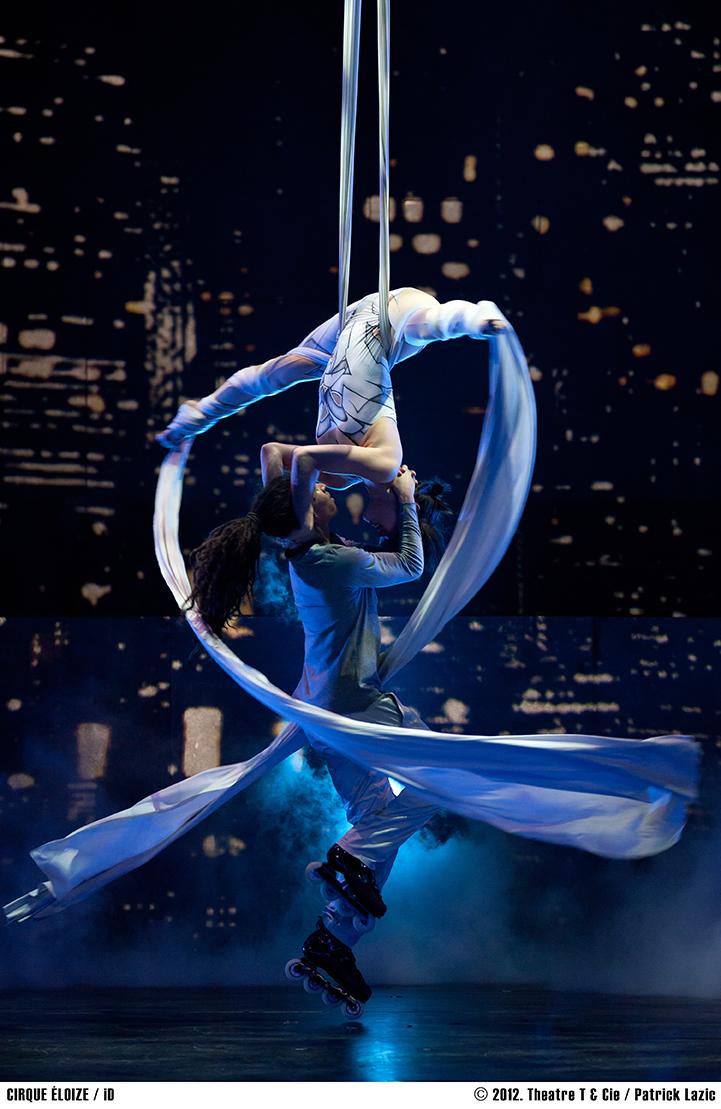 Batik&Bubbles_Cirque_Eloize_18
