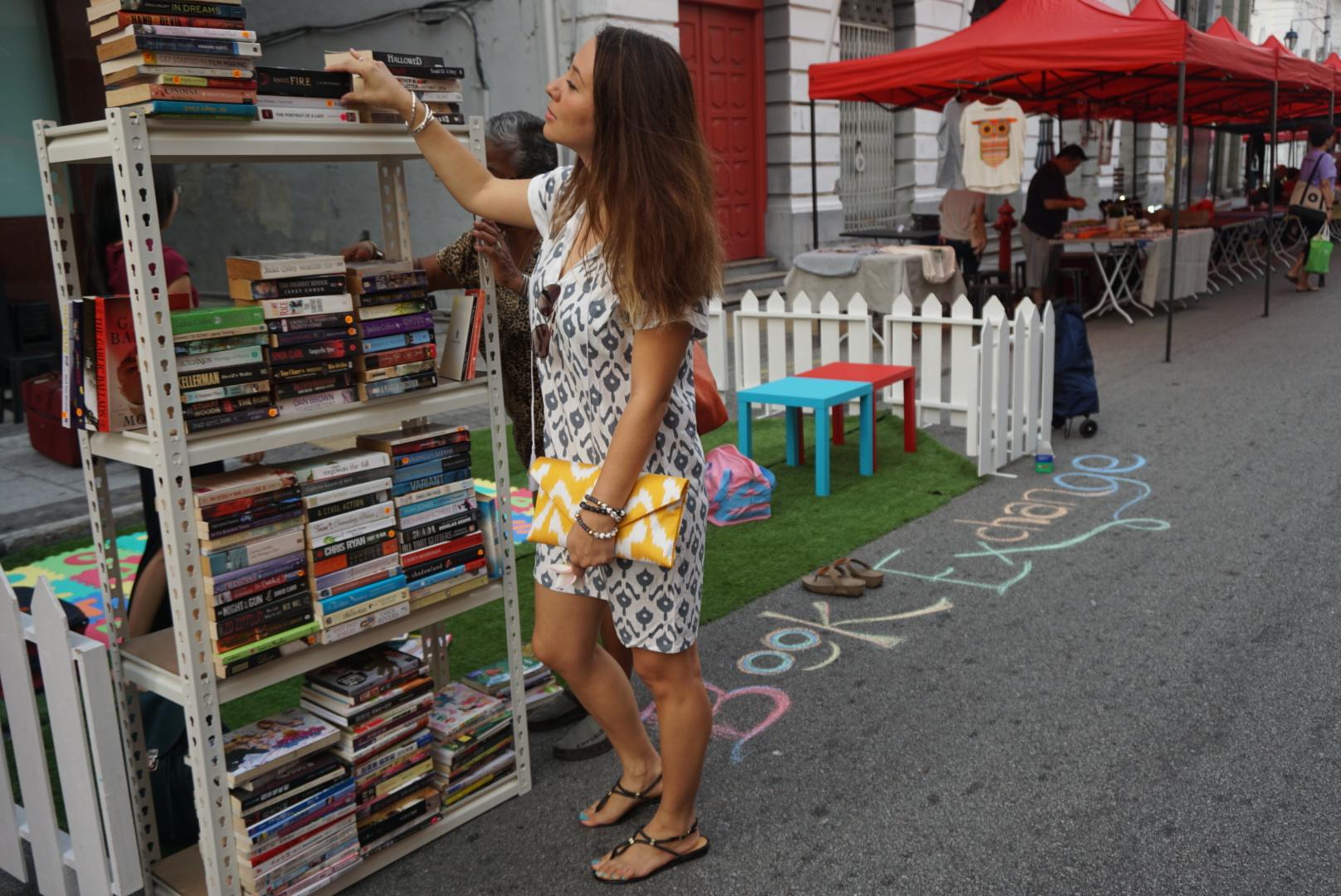Even bookworms appreciate a vibrant  Lannie clutch  &  Juliet dresses  ;-)