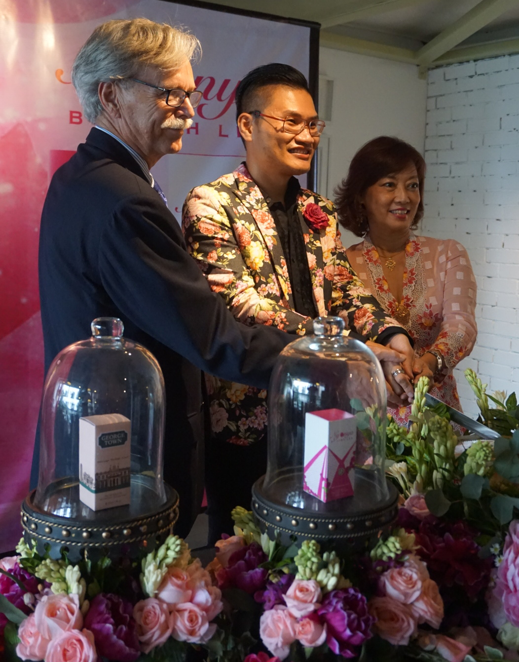 Josh flanked by Mr Jean-Pierre Galland and Dr. Lee Su Kim at the Nyonya launch.