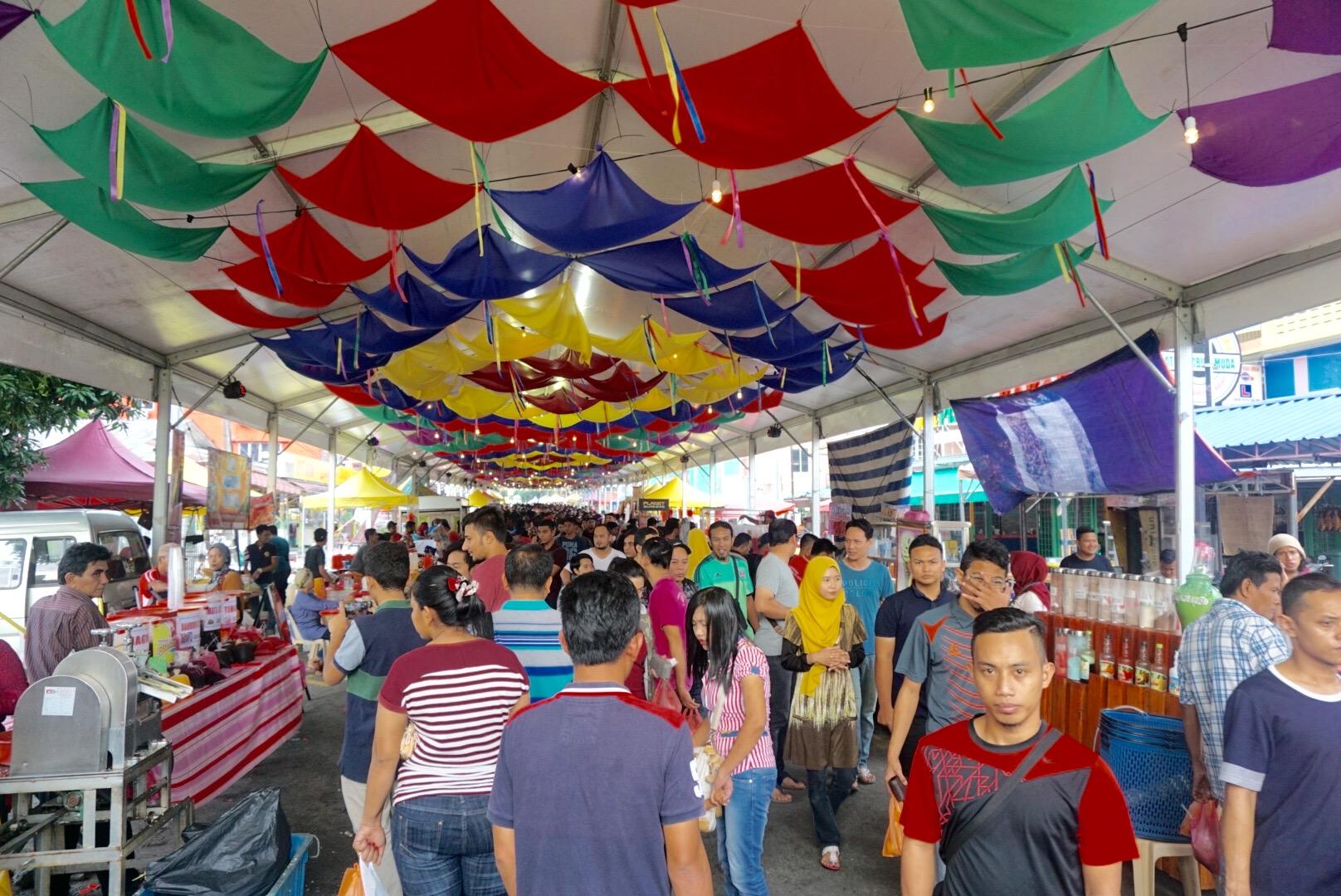 Batik&Bubbles_ramadan_marketpeople